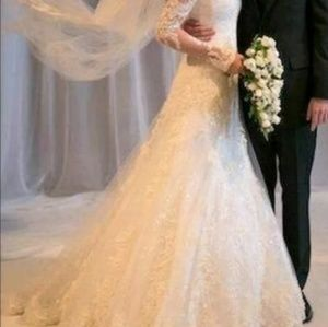 Dresses - 💎👰🏼👰🏼CHANTILLY LACE WEDDING GOWN 👰🏼👰🏼💎